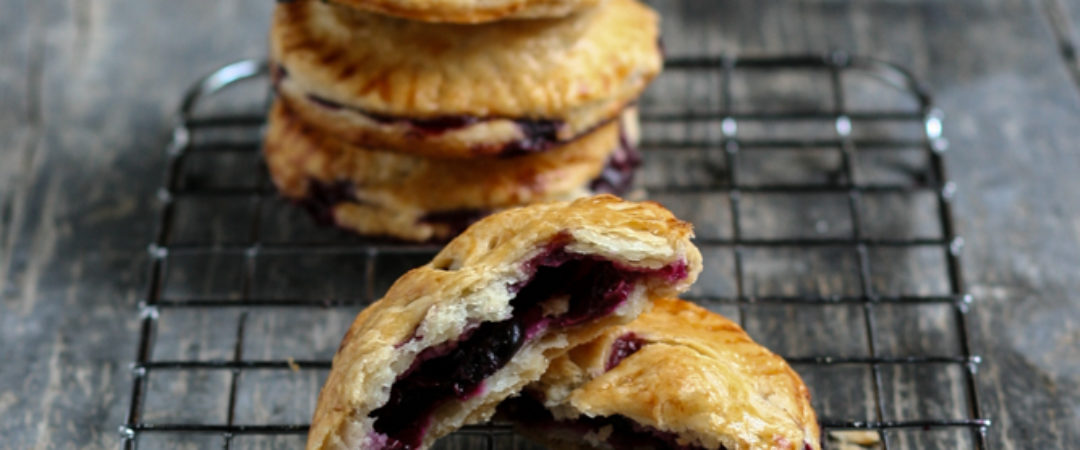 Blueberry Pies: piccole tortine ai mirtilli per riportare l'estate
